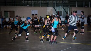 End'hers races to help teammate A'muse lock the Highway 14 Roller Derby jammer at Fall Brawl 2016
